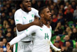 Игроки сборной Кот-д'Ивуара Франк Кесси и Жонатан Коджиа (слева направо) радуются после забитого гола