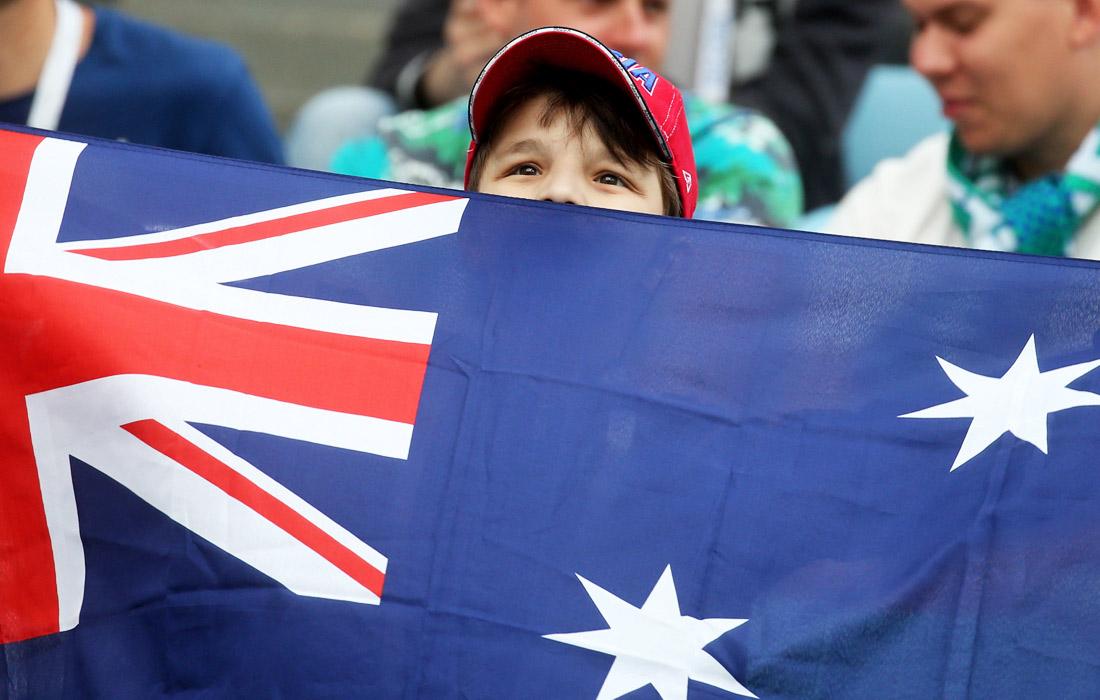 Юный болельщик сборной Австралии перед началом матча между Германией и Австралией