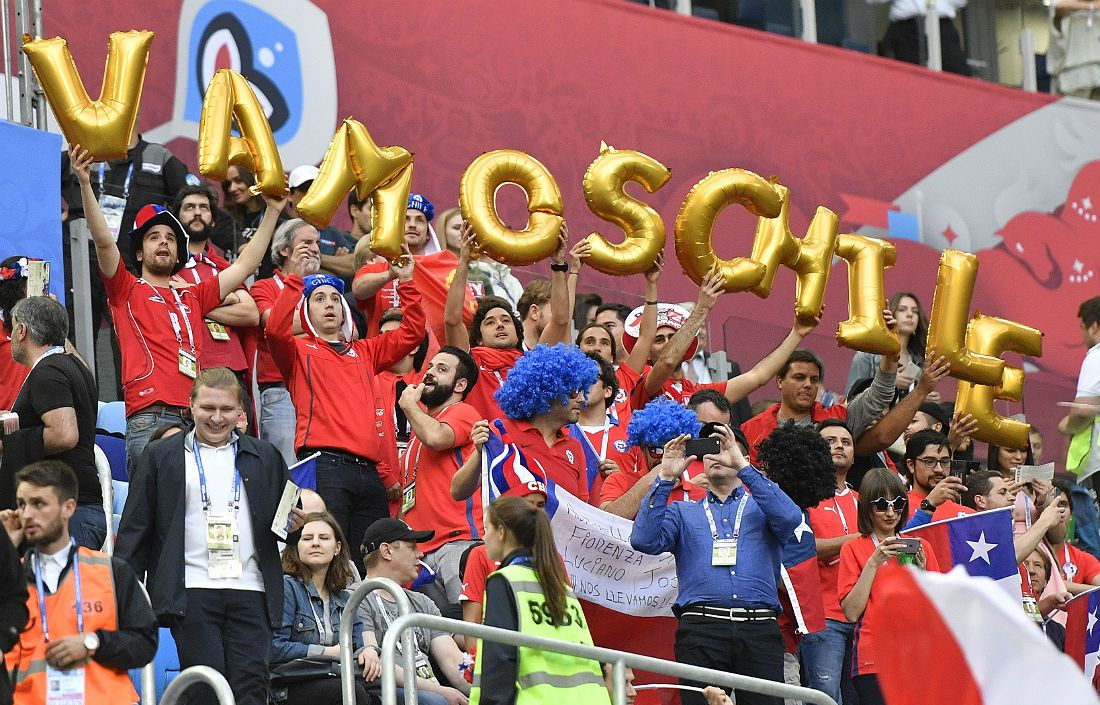Болельщики сборной Чили на трибунах петербургской арены