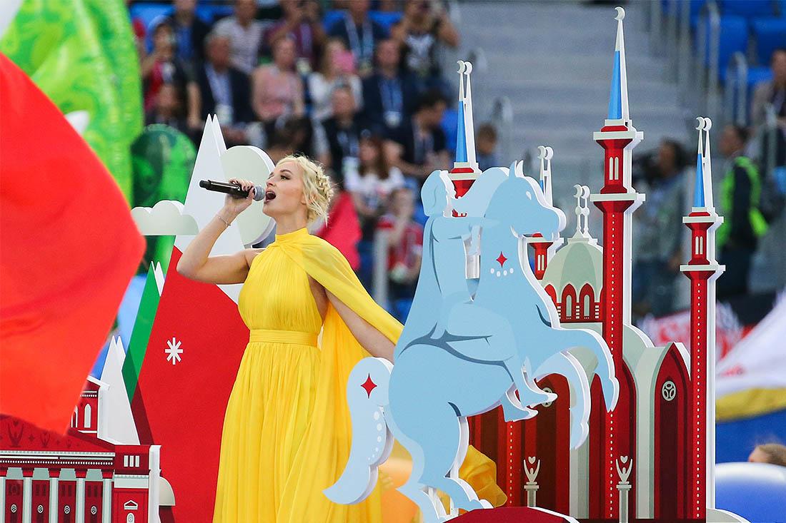 Певица Полина Гагарина выступает на церемонии закрытия Кубка конфедераций в Петербурге