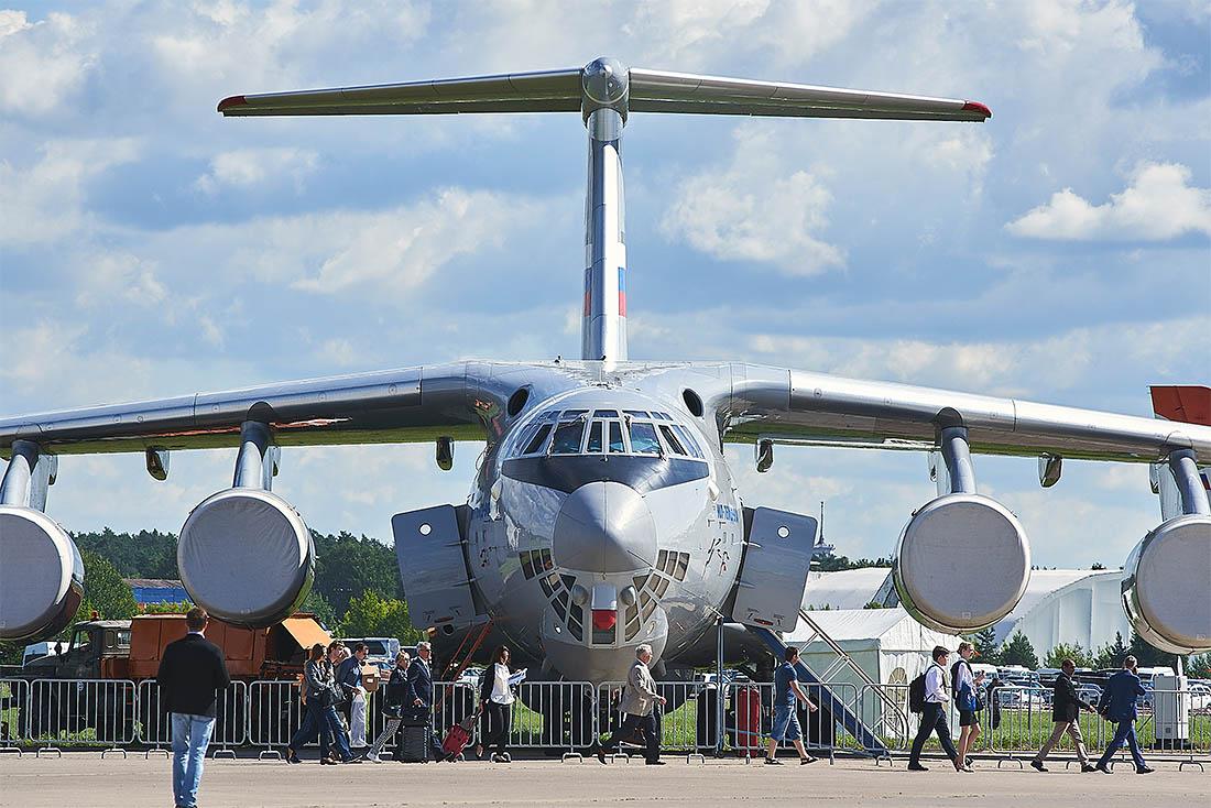 Международный аэрокосмический салон снова проходит в подмосковном Жуковском. Порядка 18 тысяч человек посетило выставку в первый день работы.