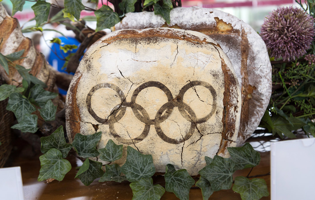 Угощения в Олимпийской деревне в Ганьнуне