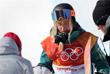 Австралийская сноубордистка Эмили Артур после падения во время исполнения трюка в хаф-пайпе