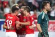 Футболисты сборной Австрии (в красном) поздравляют друг друга с голом в ворота сборной России