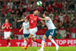 Борьбу за мяч ведут австриец Гвидо Бургшталлер (в красном) и россиянин Владимир Гранат (в белом)
