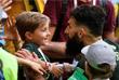 Австралийский футболист Миле Единак с сыном Андре