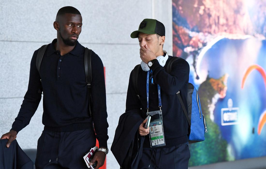Игроки сборной Германии Антонио Рюдигер и Месут Озил