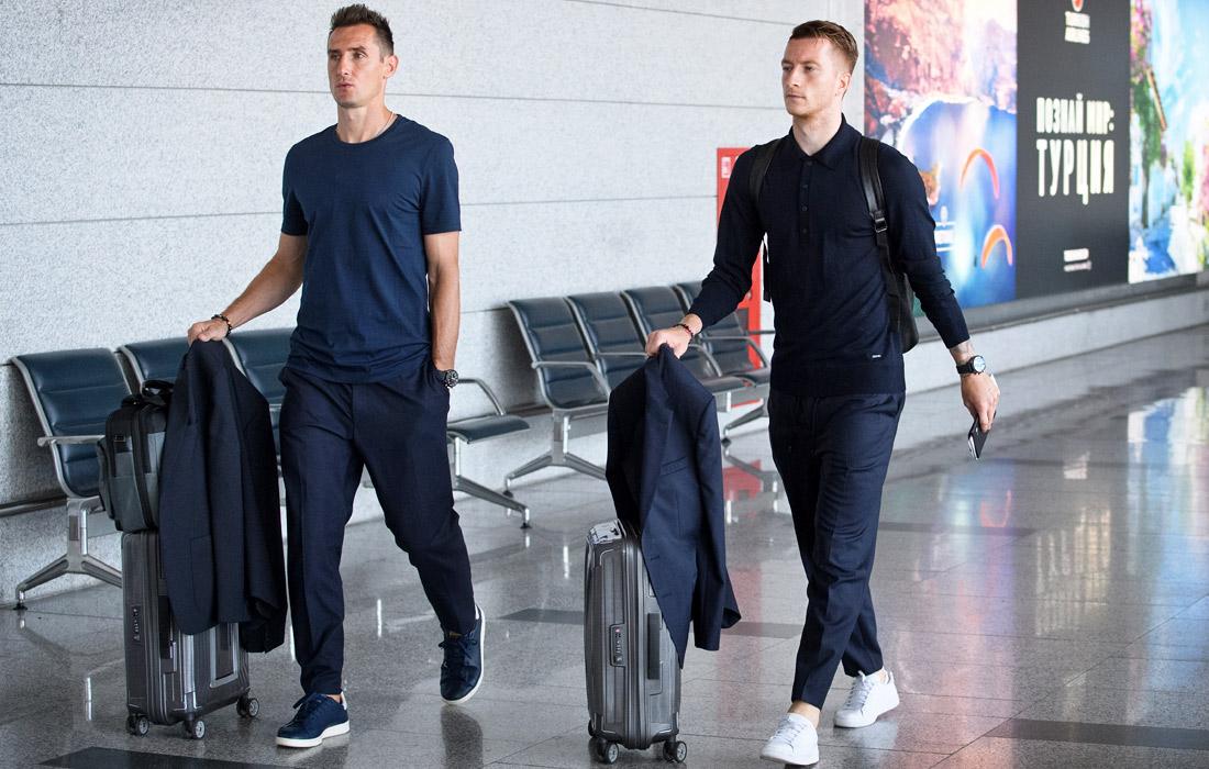 Футболисты Мирослав Клозе и Марко Ройс