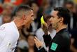 Криштиану Роналду получает желтую карточку во время матча 1/8 финала с Уругваем (2:1 в пользу Уругвая)
