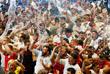 Английские болельщики празднуют выход своей команды в полуфинал чемпионата мира после победы над Колумбией в серии пенальти