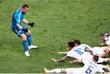 Игроки сборной России радуются победе над Испанией (1/8 финала) в серии пенальти