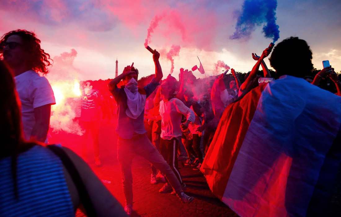 Фанаты на площади Согласия в Париже