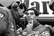 Октябрь 1988 года, на фото - бразилец Айртон Сенна. В этом сезоне он впервые станет чемпионом мира, успех повторит в 1990 и 1991 годах. Считался одним из лучших пилотов в истории чемпионата. Жизнь Сенны оборвалась 1 мая 1994 года: 34-летний спортсмен погиб, попав в аварию на Гран-при Сан-Марино.