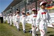 В 2018 году девушек заменили на детей, грид-кидз. Теперь перед стартом рядом с пилотами находятся будущие чемпионы – наиболее талантливые юные гонщики из той страны, где проходит этап. Как, например, на Гран-при Японии в октябре 2018 года (на фото)