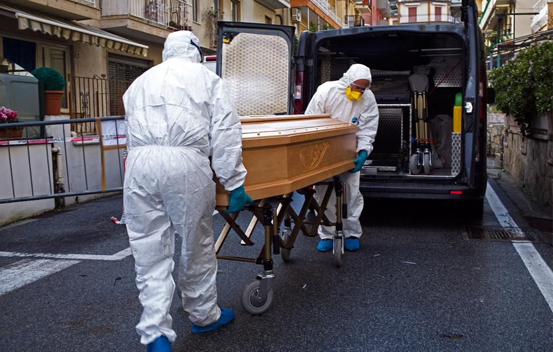 3 марта. Свыше 50 человек умерли в Италии после заражения коронавирусом. Общее количество выявленных заражений в стране достигло 1835, при этом первые случаи зарегистрированы на острове Сардиния и в области Молизе. По данным Всемирной организации здравоохранения, Италия сейчас является одной из наиболее эпидемиологически неблагополучных стран наравне с Южной Кореей и Ираном.
