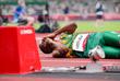Спортсмен из ЮАР Гифт Леотлела получил травму во время полуфинала в беге на 100 м среди мужчин