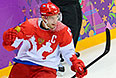 Павел Дацюк (Россия) радуется забитому голу в матче группового этапа между сборными командами США и России на соревнованиях по хоккею среди мужчин на XXII зимних Олимпийских играх в Сочи.
