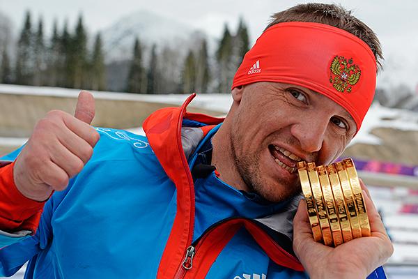 Роман Петушков (Россия), завоевавший шесть золотых медалей на XI Паралимпийских зимних играх в Сочи, после окончания соревнований по лыжным гонкам.
