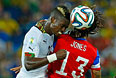 Джон Бойе (сборная Ганы) и Джермейн Джонс (сборная США) во время матча первого тура Группы G.