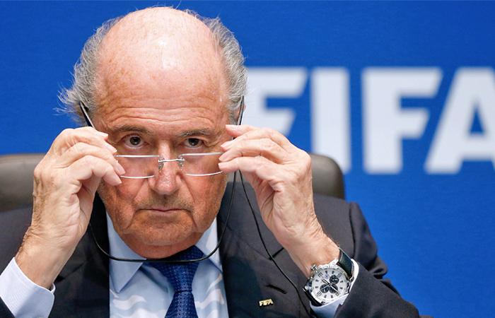 Блаттер выступил против проведения ЧМ-2022 в Катаре