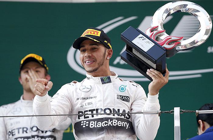 Льюис Хэмилтон одержал победу в Гран-при Китая на трассе в Шанхае
