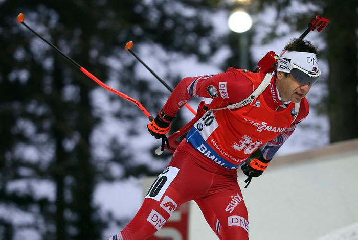 Бьорндален выиграл индивидуальную гонку на первом этапе Кубка мира