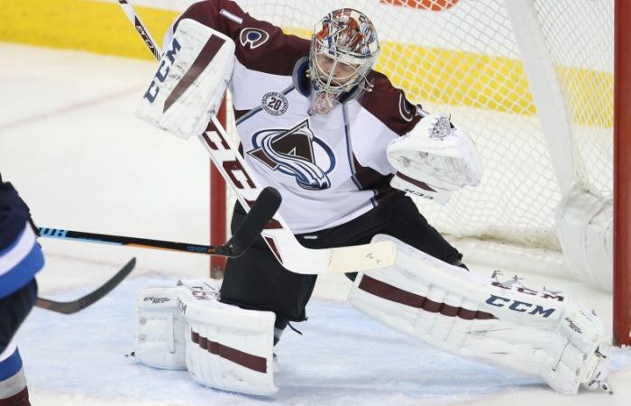 Российский вратарь Варламов признан лучшим игроком недели в НХЛ