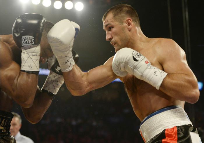 Ковалев защитил титулы чемпиона мира по боксу по версиям WBA, WBO и IBF