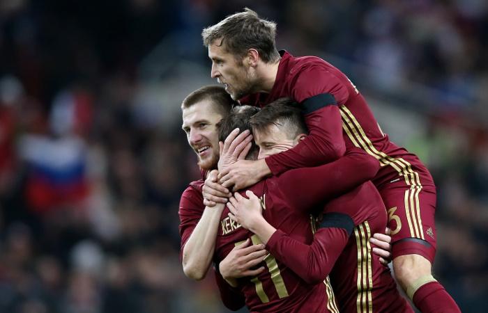Российские футболисты разгромили литовцев в товарищеском матче