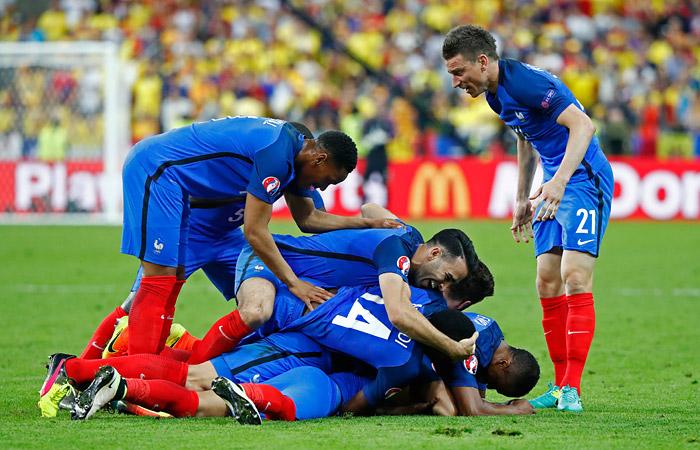 Франция победила Румынию в стартовом матче Евро-2016