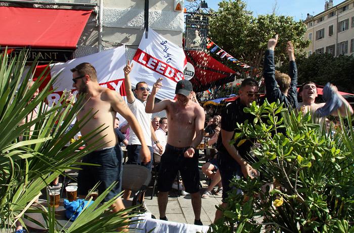 Английские фанаты в Марселе выкрикивали провокационные лозунги об ИГ