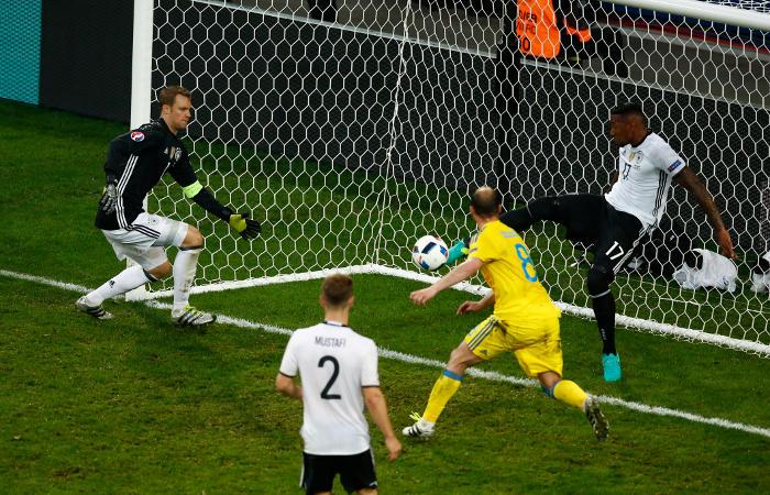 Германия победила Украину в матче Евро-2016
