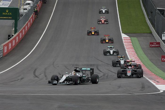 Льюис Хэмилтон выиграл Гран-при Австрии
