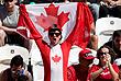 Канадский болельщик на матче по мужскому пляжному волейболу