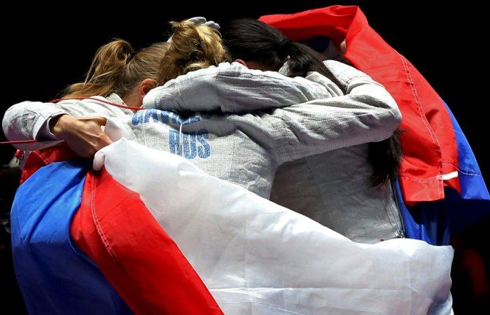 Российские саблистки выиграли золото Олимпиады в командном турнире