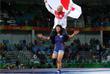 Японская спортсменка Рисако Каваи выиграла золотую медаль Олимпийских игр в вольной борьбе в категории до 63 кг. Олимпийская чемпионка отметила победу, прокатив тренера на плечах и свалив его приемом с ног.