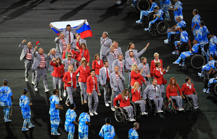 Выход белорусского паралимпийца с флагом РФ в Рио. Обобщение