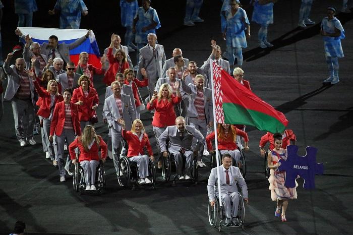 Паралимпийцев из Белоруссии решили наказать за вынос российского флага