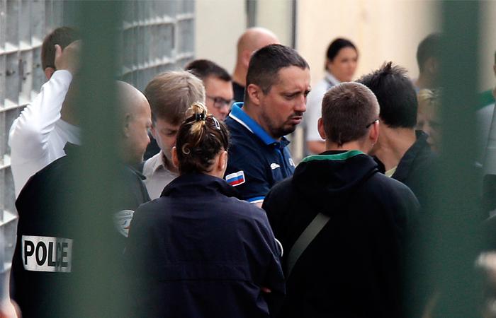 Задержанным во Франции российским фанатам сократили сроки заключения