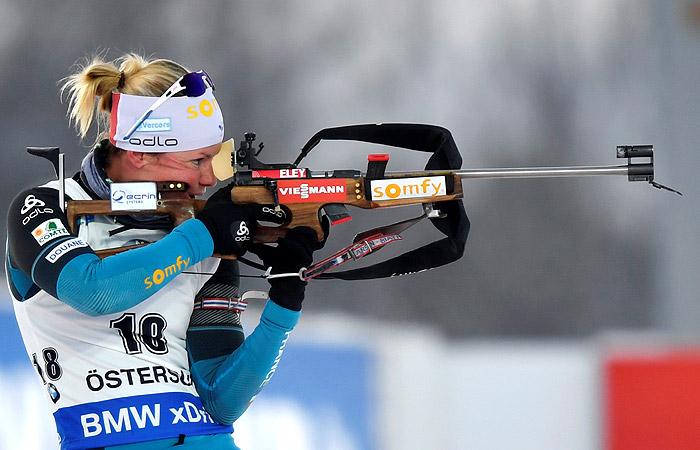 Биатлонистка Мари Дорен-Абер победила в спринте на этапе КМ в Швеции