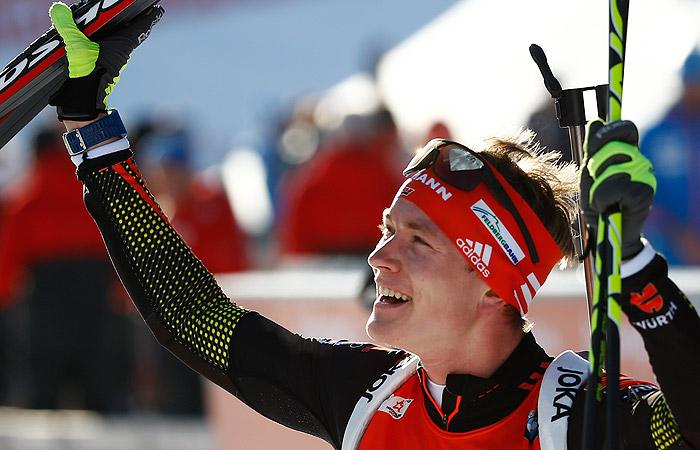 Немец Бенедикт Долль выиграл спринт на ЧМ по биатлону в Австрии