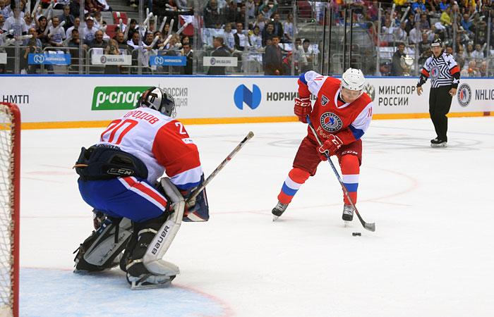 Путин забросил семь шайб в матче Ночной хоккейной лиги