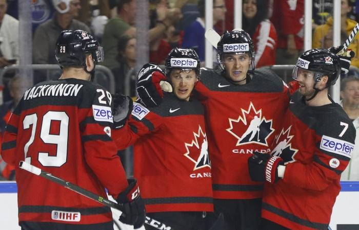 В полуфинале ЧМ по хоккею Россия сыграет с Канадой