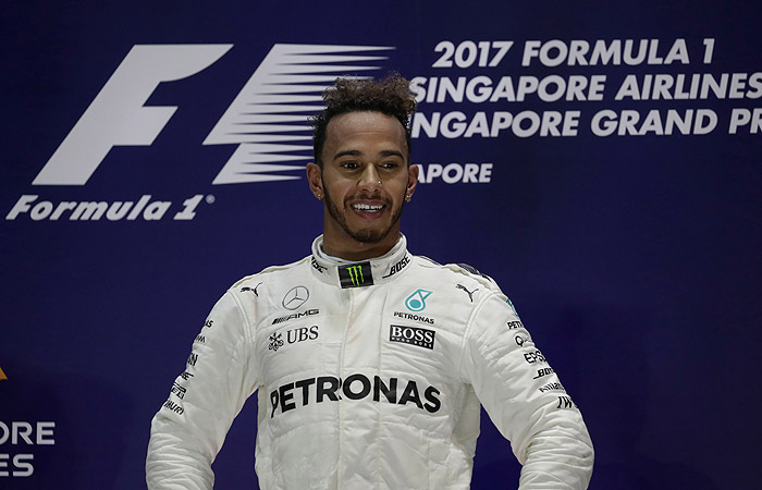 Льюис Хэмилтон выиграл Гран-при Сингапура