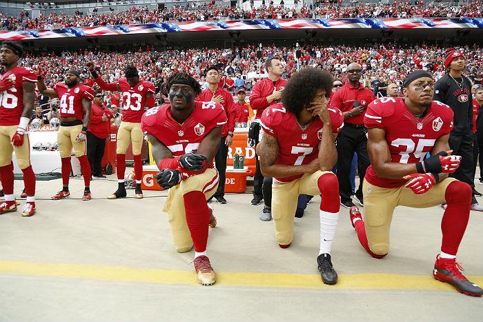 Трамп призвал болельщиков бойкотировать чемпионат по американскому футболу