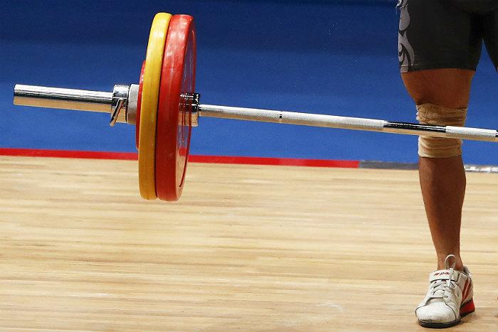 Федерацию тяжелой атлетики России отстранили от соревнований на год