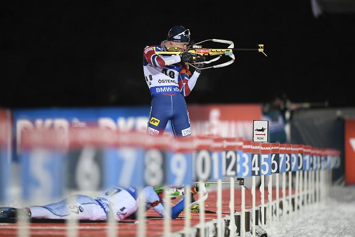 Норвежский биатлонист Бе выиграл индивидуальную гонку на этапе КМ