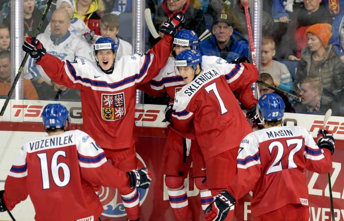Россия уступила Чехии на старте молодежного ЧМ по хоккею