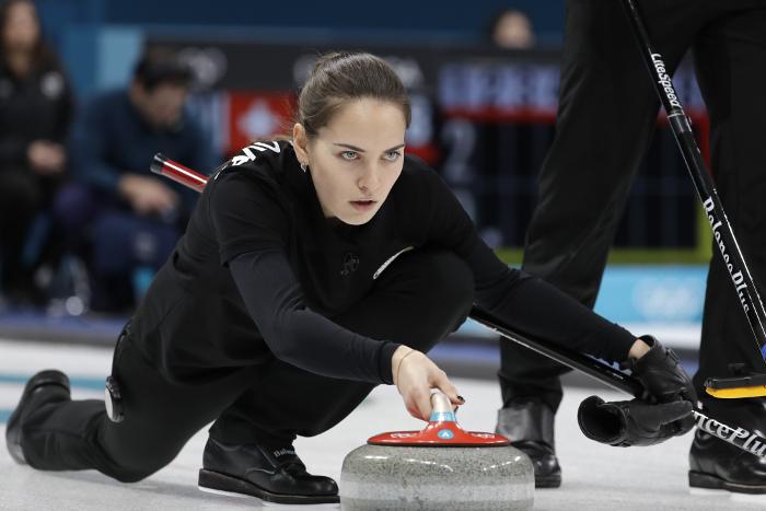 Российские керлингисты вышли в полуфинал Олимпиады в дабл-миксте