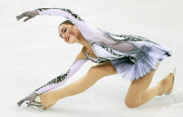 Загитова выиграла короткую программу фигуристок на Олимпиаде с рекордом мира